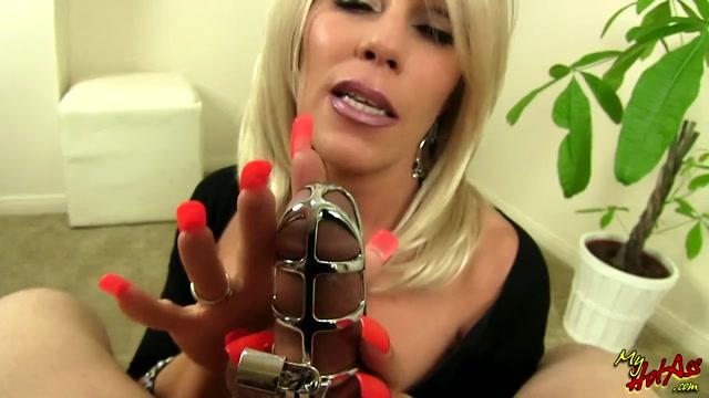 Erotic_Nikki_-_Teasing_The_cuck.mp4.00013.jpg