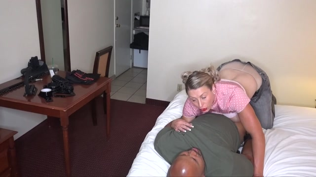 Raptures_Fetish_Playground__Double_Head_Busting.mp4.00008.jpg