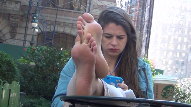 Real_Bare_Soles_-_Adorable_actress.mp4.00000.jpg