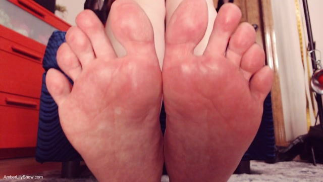 The_AmberLily_Show_Fetish_Emporium_-_Be_My_Boots_Helper_Footboy.mp4.00014.jpg