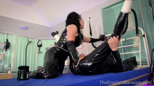 The_English_Mansion_-_Mistress_Damara_-_Ultimate_Ass_Stretch_-_Part_1_-_Anal_Fisting.mp4.00014.jpg