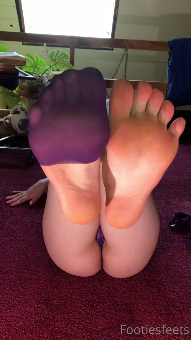 footiesfeets_11-09-2020_Purple_Goddess_Nylon_stocking_strip.mp4.00011.jpg