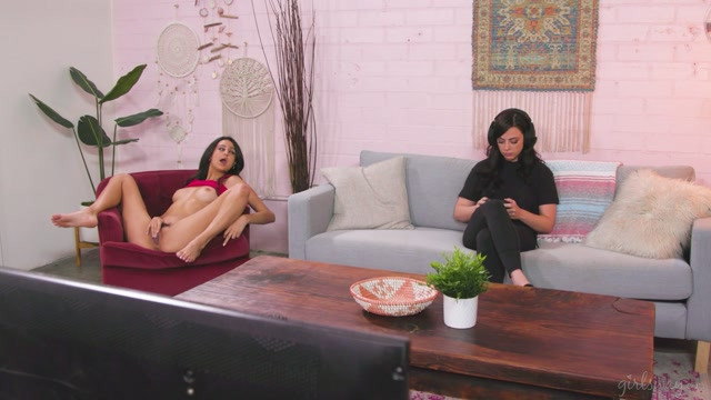 GirlsWay_presents_Whitney_Wright__Eliza_Ibarra_in_Don_t_Mind_Me___31.12.2020.mp4.00001.jpg