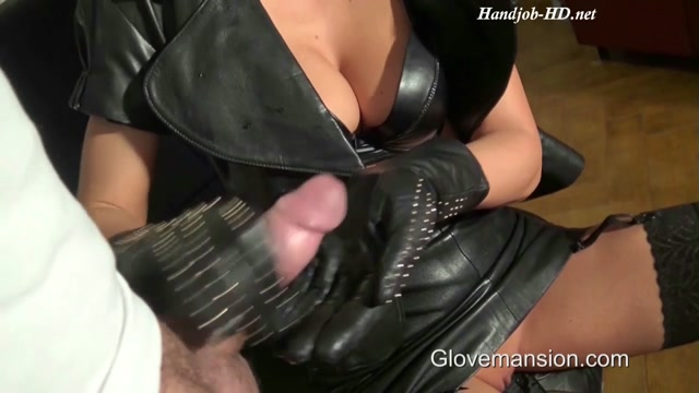 Gloved_Boss_Lady_Seduces_Delivery_Guy_-_GloveMansion.mp4.00013.jpg