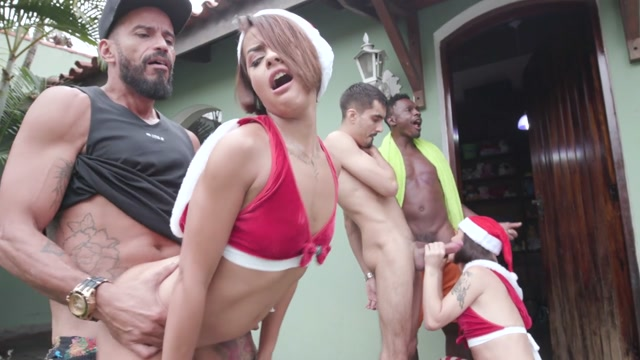 LegalPorno_presents_Yummy_Estudio_XXXmas_Orgy_2020_-_hardcore_christmas_fucking_with_top_latin_models_YE043_-_BTS___31.12.2020.mp4.00004.jpg