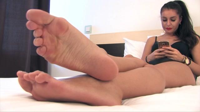 Noemi_s_World_-_Josephine_-_Prove_yourself_worthy_to_suck_her_long_toes_.mp4.00002.jpg