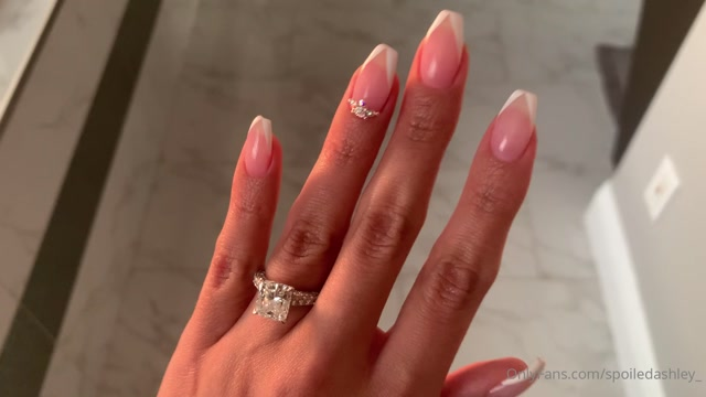 Princess_Ashley_spoiledashley_20-09-2020_Sexy_new_nails.mp4.00003.jpg