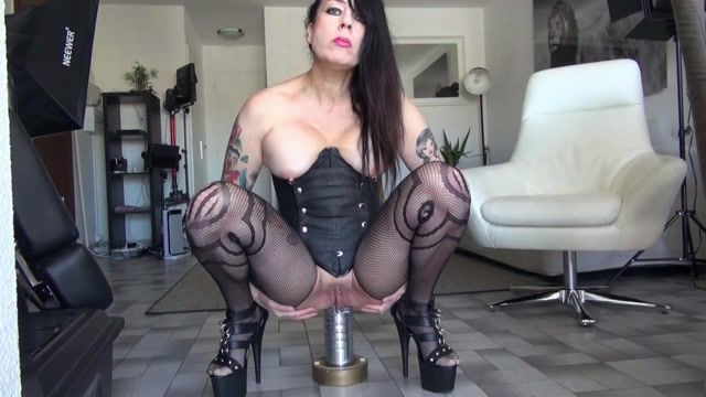 Adeline_Lafouine_huge_metal_gode_and_lick_up_my_squirt.mp4.00007.jpg