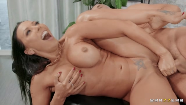 Brazzers_presents_Rachel_Starr_-_Oil_Baroness___10.01.2021.mp4.00012.jpg