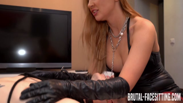 Brutal-Facesitting_-_Mistress_Eva_Andersen_4K.mp4.00006.jpg