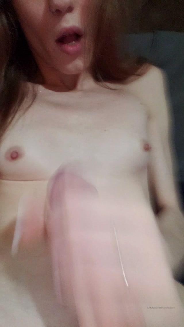 Crystal_Thayer_-_tscrystalxxx_16-02-2020_I_was_hornyyy_lolol_I_needed_to_cum.mp4.00010.jpg