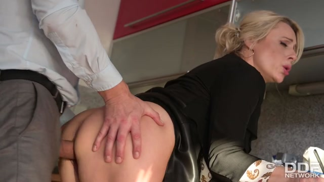 DDFNetwork_-_HandsOnHardcore_presents_Brittany_Bardot_-_Squirting_Office_Slut_Gets_All_Her_Holes_Pounded_At_Company_Team_Meeting___07.01.2021.mp4.00002.jpg