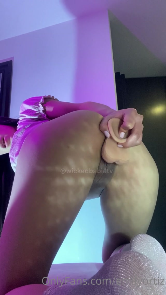EmilyOrtiz_OnlyFans_Video_027.mp4.00006.jpg