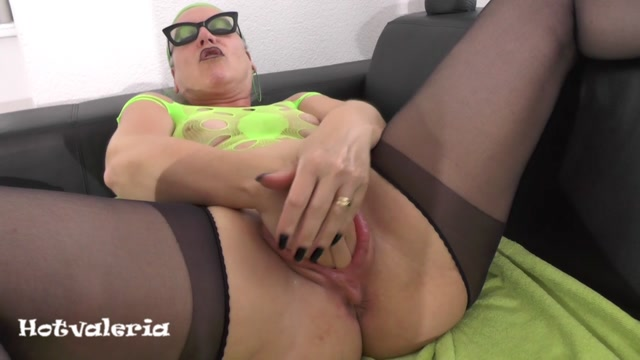Hotvaleria_-_I_Fuck_My_Cunt_With_Fist_And_Huge_Dildo.mp4.00001.jpg