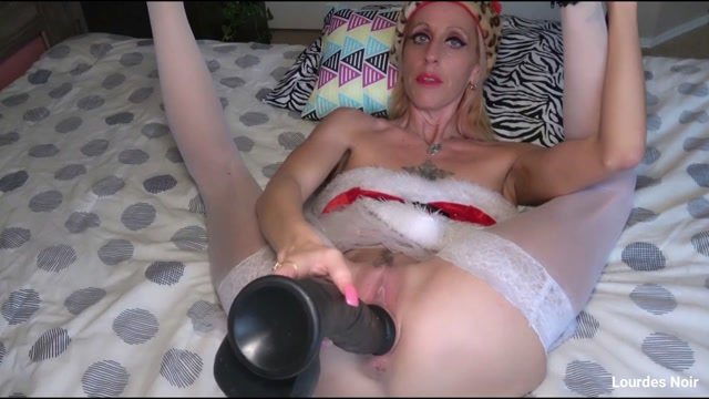 Lourdes_Noir_Mrs._Clause_JOI_with_big_toys_and_fisting.mp4.00003.jpg