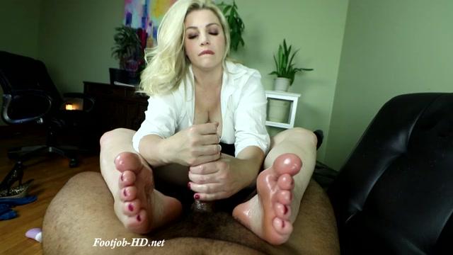 Marilyn_Midas_the_Sex_Therapist_-_Joey_s_FeetGirls.mp4.00012.jpg