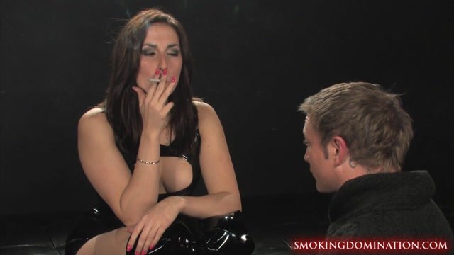 Mistress_Paige_turnah_smoking_facesitting.mp4.00000.jpg