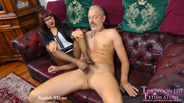 Pantyhose_saleswoman_gives_footjob_-_The_Nylon_Leg_Fetish_Store.mp4.00013.jpg