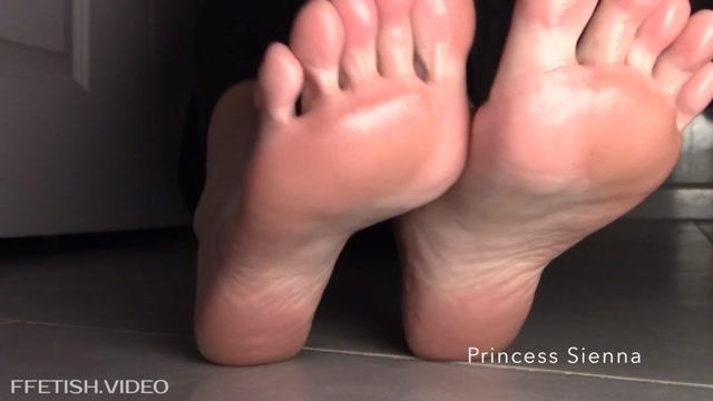 Princess_Siennas_Fetish_Clip_Store_-_Sole_Stroker_-_Mind_Fuck.mp4.00012.jpg