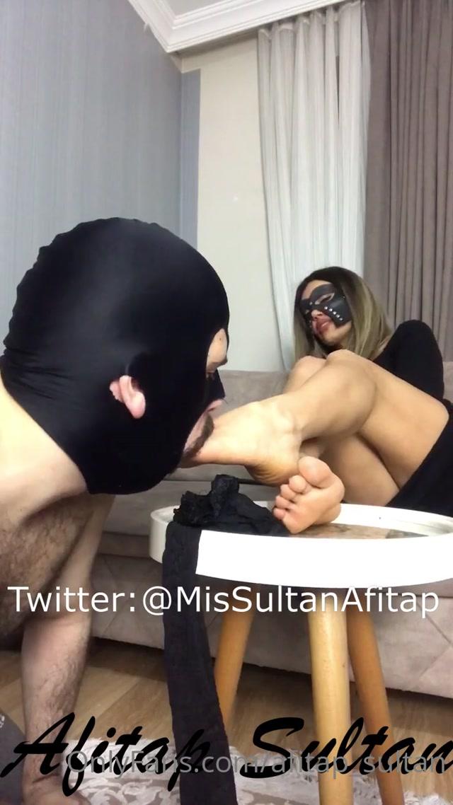 Afitap_sultan___gimp_loves_sweaty_stinky_nylons.mp4.00013.jpg