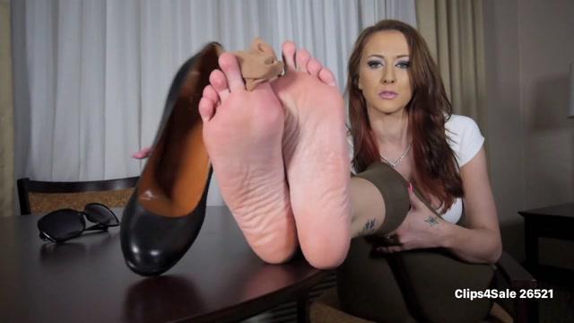 Alexis_Grace_Sniff_n_Jerk__Interactive_Foot_Smelling_.mp4.00013.jpg