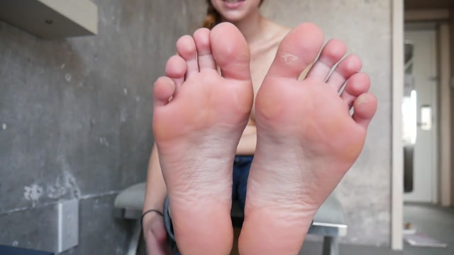 Ashley_Alban___Stinky_Feet_in_Your_Face____9.99__Premium_user_request_.mp4.00007.jpg