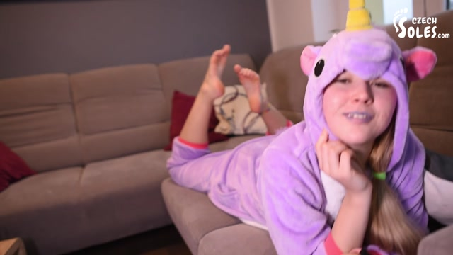 Czech_Soles_-_Cosplay_BIG_teen_feet_teasing_POV.mp4.00011.jpg