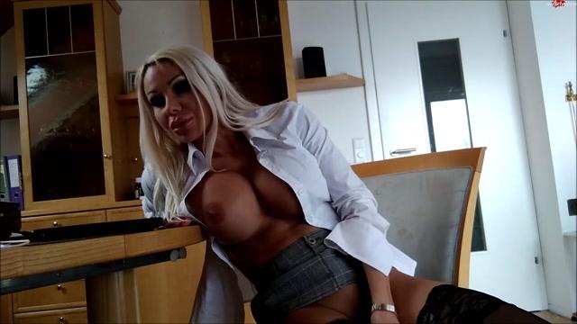 Daniela_Hansson_in_secretary_masturbates_next_to_boss_with_danielacorahansson.mp4.00015.jpg