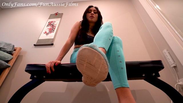 FunAussieCouple_-_Lick_Up_All_My_Workout_Foot_Sweat_-_NO_SOCKS.mp4.00001.jpg