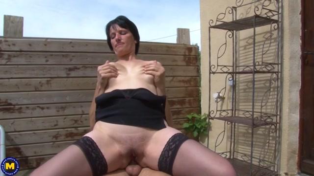 Mature.nl_presents_Lucie_Luke__EU___39__-_Housewife_Lucie_Luke_getting_her_ass_fucked_in_the_garden___15.02.2021.mp4.00013.jpg