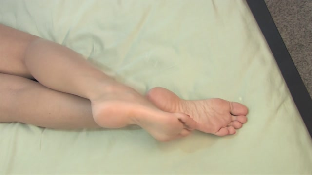 Noemi_s_World_-_Hera_-_You_should_suck_her_toes_when_she_goes_to_bed.mp4.00007.jpg