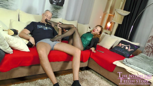Party_Girl_Footjob.mp4.00003.jpg