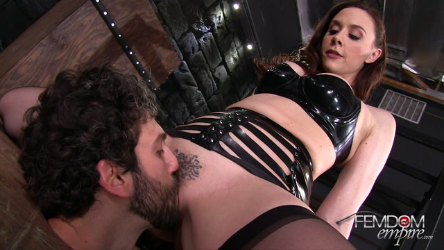 VICIOUS_FEMDOM_EMPIRE___Give_me_Head___Mistress_Chanel.mp4.00004.jpg