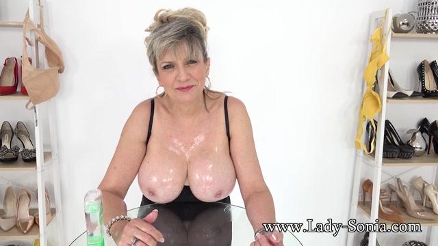 Lady_Sonia_2021.02.19_36F_MILF_Tit_Wank_JOI.mp4.00015.jpg