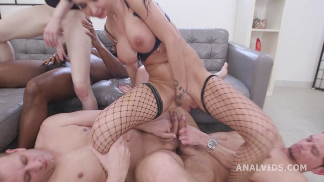 LegalPorno_presents_Drunk_on_Pee_Anna_de_Ville_and_Laura_Fiorentino_have_no_limits__2_Balls_Deep_Anal__DAP__Spitting__Pee_Drink__ButtRose_GIO1778___31.03.2021.mp4.00008.jpg