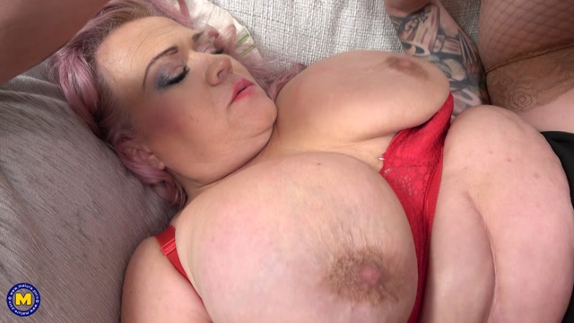 Mature.nl_presents_Erika__52__-_Big_breasted_mature_teacher_gives_special_lessons.mp4.00010.jpg