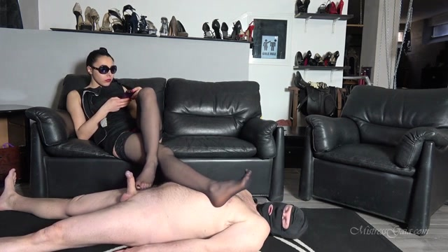 Mistress_Gaia_-_Ignore_My_Footjob_Doormat.mp4.00006.jpg