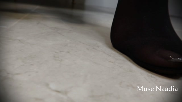Muse_Naadia_-_Foot_Slave_Assistant_C.mp4.00011.jpg