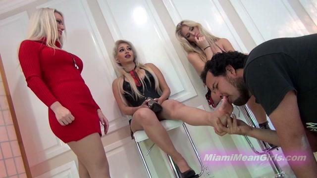 The_Mean_Girls_Princess_Cindi_Foot_Loser_In_Class.mp4.00010.jpg