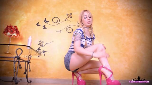 Goddess Isabel - Putting Lotion On My Feet! 00004