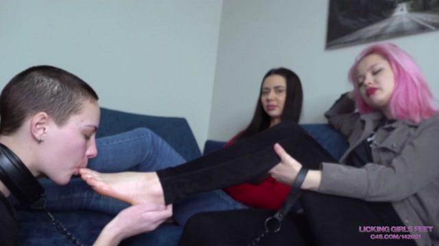 Licking girls feet - Elena and Mia - Let