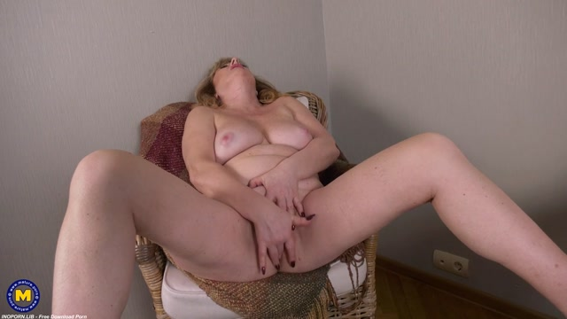 Mature.nl presents Liana (55) - Curvy atractive granny Liana loves to play with herself 00014