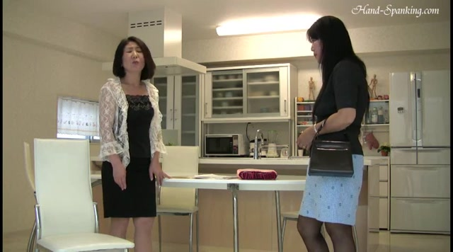 Soft-hearted Mother, Severe Aunt (Eng Sub) - hand-spanking 00003