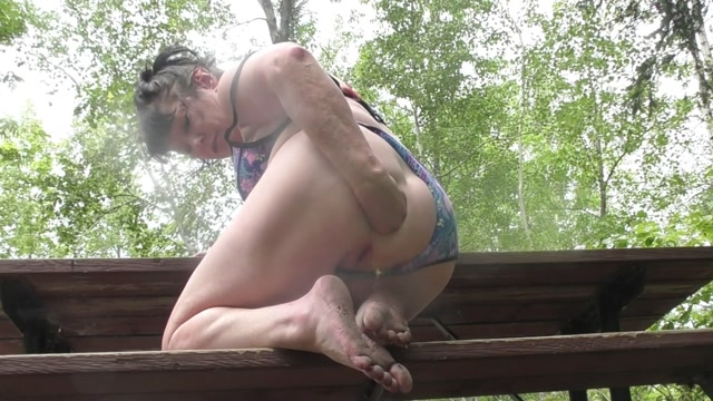 DGG Booty mature outdoor shocking anal prolapse fisted 00004