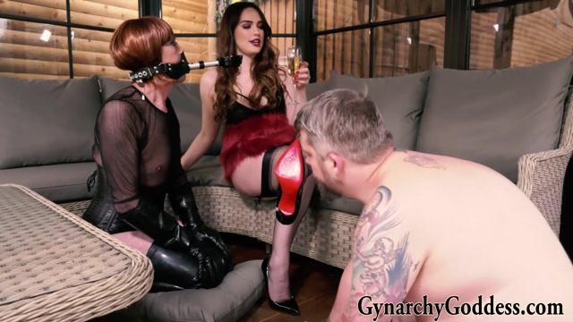 Goddess Serena In Scene: Amusing the Baroness – OUBLIETTE FILMS - GYNARCHY GODDESS 00008