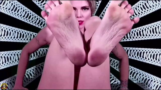 MISTRESS UZI - The Feet Machine 00002