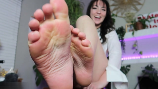 Millie Millz - Interview About Men Smushing 00013