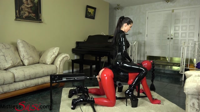 Mistress Susi s Fetish Clips - The Rubberdoll on the Fucking machine - Strap-On 00000