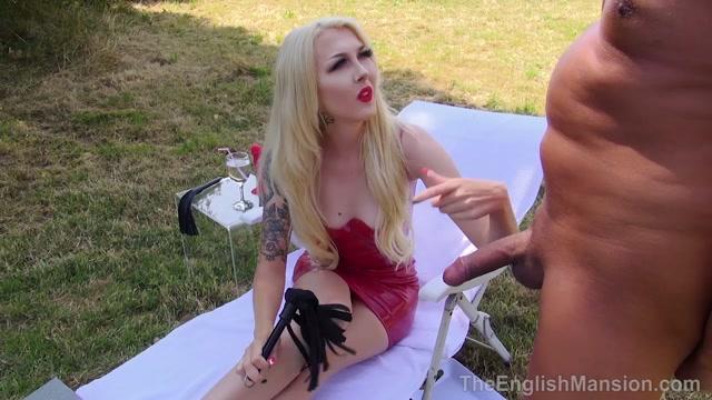 The English Mansion - Princess Aurora - Cruel Summer - Part 2 - Outdoors 00002