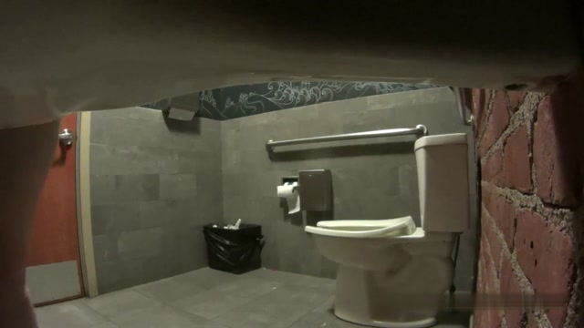 Voyeur - Wine bar toilet 00000